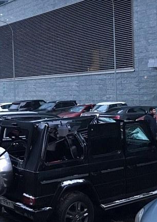 Nạn nhân rơi thẳng lên nóc chiếc xe đậu bên dưới. Ảnh: Daily Mail