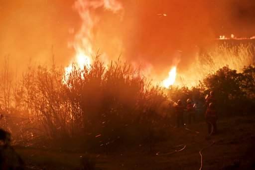 Bão mạnh làm mặt trời đỏ bất thường, thổi bùng cháy rừng - Ảnh 4.