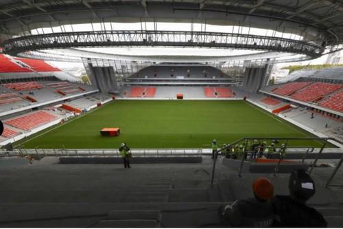 Chủ nhà World Cup 2018 ra mắt sân bóng dị nhất thế giới - Ảnh 4.