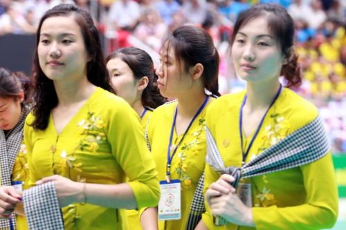 Tà áo bà ba với các cô gái CLB Thể thao 4.25 Triều Tiên