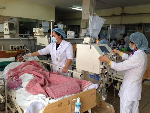 Bệnh nhân ngộ độc rượu pha methanol điều trị tại Trung tâm Chống độc Bệnh viện Bạch Mai