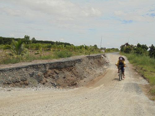 Một điểm sụt lún nghiêm trọng ở tỉnh Cà Mau Ảnh: DUY NHÂN