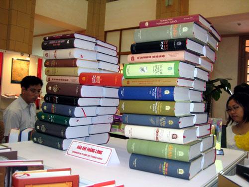 Một số cuốn sách thuộc dự án Tủ sách Thăng Long ngàn năm văn hiến - Ảnh: NXB HÀ NỘI