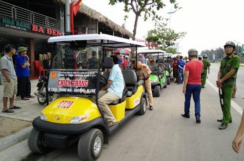Xe điện du lịch làm loạn - Ảnh 1.