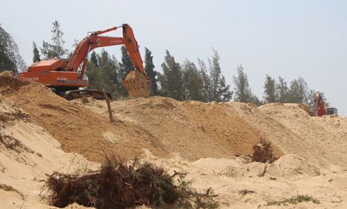 Dự án sân golf vẫn được triển khai khi các thủ tục chưa hoàn tất Ảnh: HỒNG ÁNH