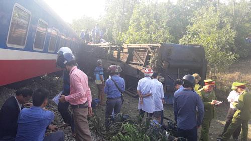 Ngành đường sắt đang khẩn trương khắc phục sự cố Ảnh: Quỳnh Châu