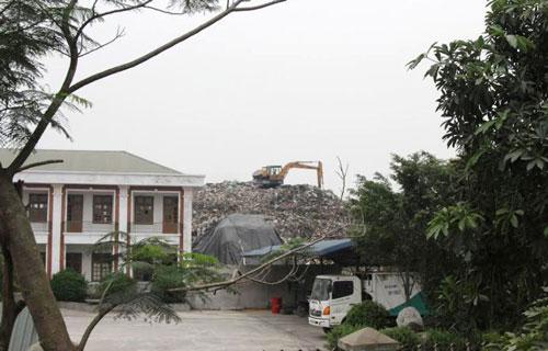 Rác tồn đọng trong Nhà máy Xử lý rác thải của Công ty Sinh Nghĩa