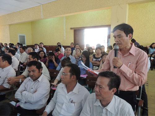 Hiệu trưởng một trường THPT đặt câu hỏi tại hội nghị