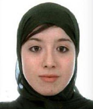 Cưới tay súng IS, cô dâu được tặng... đai thuốc nổ - Ảnh 1.
