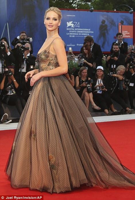 Jennifer Lawrence lộng lẫy tại LHP Venice - Ảnh 1.