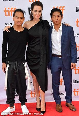Pax Thiên cao to nhất trong các con của Angelina Jolie - Ảnh 1.