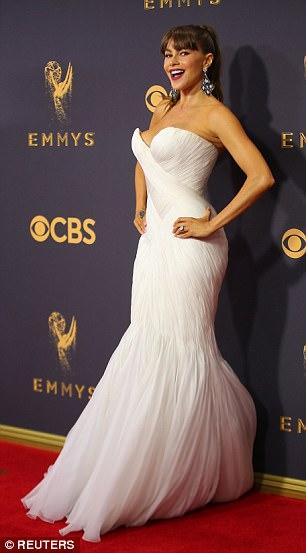 Sofia Vergara đánh cắp hào quang thảm đỏ Emmy - Ảnh 1.