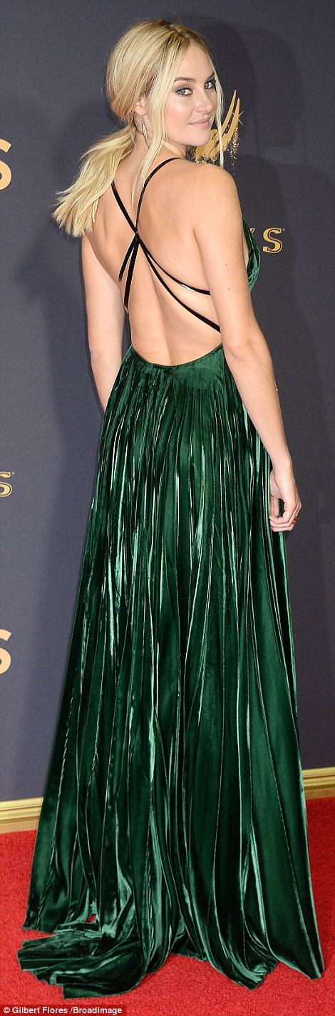 Sofia Vergara đánh cắp hào quang thảm đỏ Emmy - Ảnh 8.