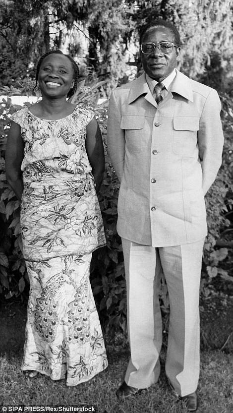 Hai người vợ tạo nên cuộc đời tổng thống Zimbabwe - Ảnh 1.