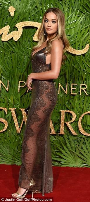 Chân dài tụ hội trên thảm đỏ giải thưởng thời trang - Ảnh 11.
