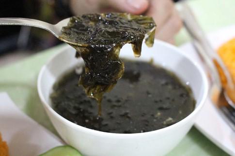 Cơm gà xối mỡ bằng máy đúng nghĩa, mê hoặc người Sài Gòn - Ảnh 8.