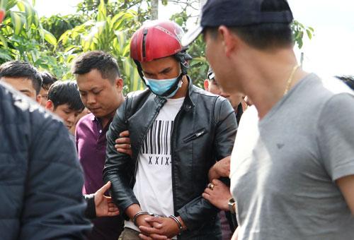 Lực lượng công an dẫn giải Nguyễn Thành Đức đến nơi chôn giấu xác nạn nhân