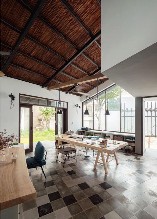 Không gian đẹp bất ngờ trong ngôi nhà mái lá