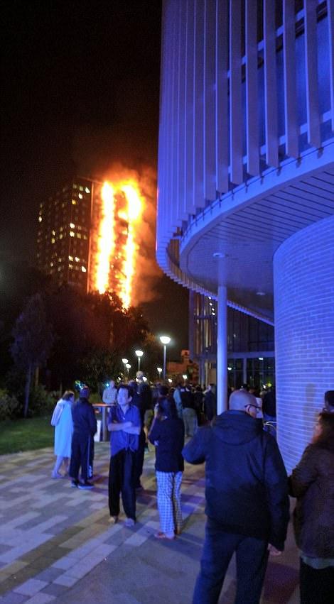 Đám cháy kinh hoàng nuốt chửng tòa nhà 27 tầng ở London - Ảnh 7.