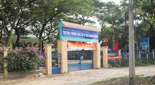 Trường THCS Tân Khánh Đông (xã Tân Khánh Đông, TP Sa Đéc) nơi ông Nguyễn Tấn Tới làm hiệu trưởng