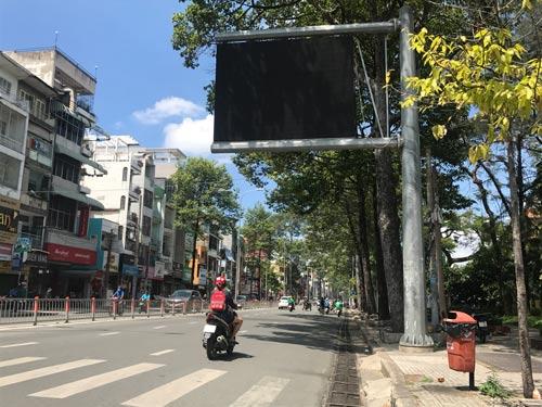 Để biết được tình hình ô nhiễm, người dân TP HCM có thể theo dõi thông qua 48 bảng điện tử gắn trên nhiều tuyến đường