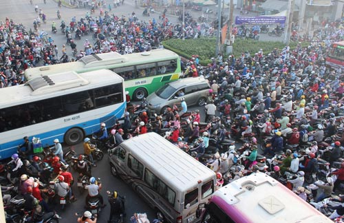 Ùn tắc giao thông ngày càng nghiêm trọng ở TP HCM Ảnh: GIA MINH