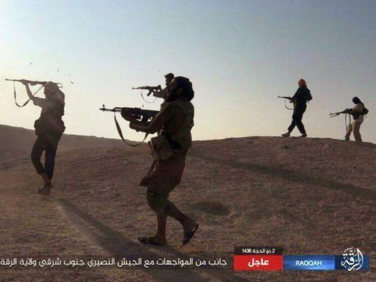 Lực lượng do Mỹ hậu thuẫn tái chiếm 70% Raqqa - Ảnh 1.