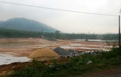 Nơi cơ sở chế biến gỗ sẽ hoạt động, cách hồ Vực Sanh khoảng 3 km