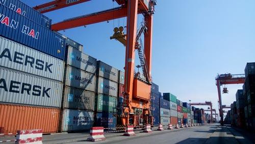 Hàng hóa xuất nhập khẩu tại cảng Hải Phòng Ảnh: TRỌNG ĐỨC