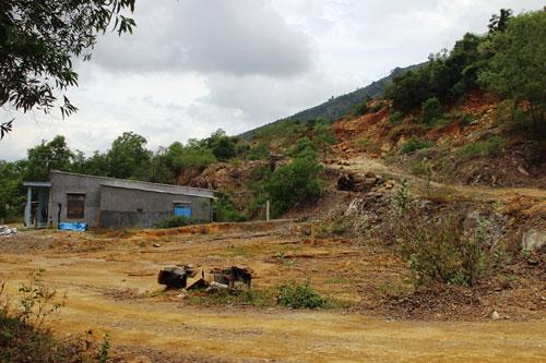 Núi ở xã Vĩnh Phương bị biến dạng vì nạn khai thác trái phép