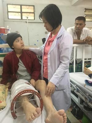 Cô bé 15 tuổi phải cưa chân vì ung thư - Ảnh 1.
