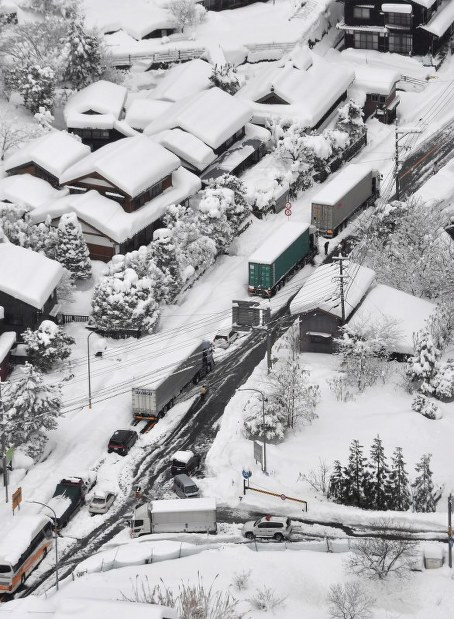 Nhật Bản khốn đốn vì bão tuyết