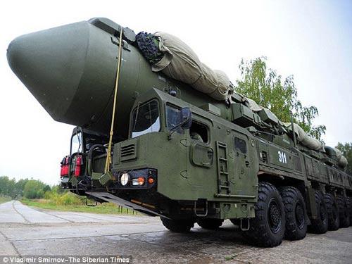 Tên lửa Topol-M mang đầu đạn hạt nhân Ảnh: THE SIBERIAN TIMES