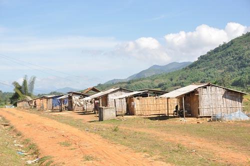 Khu tái định cư làng Bung (xã Sơn Ba, huyện Sơn Hà, tỉnh Quảng Ngãi) thiếu vắng người dân đến sinh sống Ảnh: TỬ TRỰC