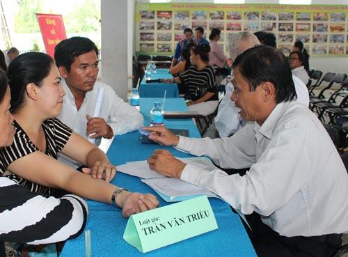 LĐLĐ quận Bình Thạnh, TP HCM tổ chức tư vấn pháp luật lao động miễn phí cho CNVC-LĐ Ảnh: THANH NGA