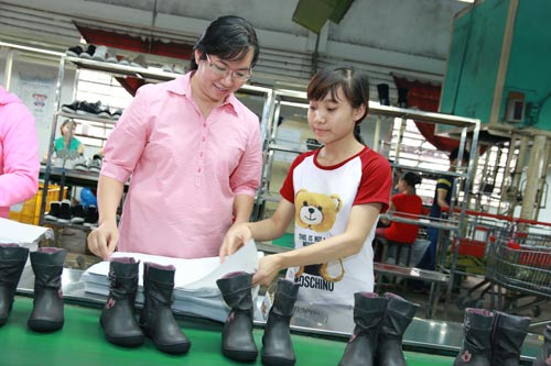 Nhờ tổ chức tốt đối thoại, quan hệ lao động tại Công ty TNHH Giày dép Vĩnh Phong luôn ổn định
