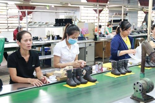 Giảm lương hưu của lao động nữ: Cần lộ trình - Ảnh 1.