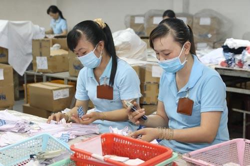 Giám sát việc trả lương làm thêm giờ vào ngày nghỉ là trách nhiệm của Công đoàn cơ sở Ảnh: VĨNH TÙNG