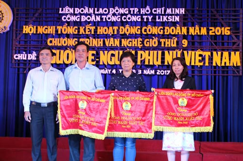 Các Công đoàn cơ sở trực thuộc Công đoàn Tổng Công ty Liksin nhận cờ thi đua xuất sắc của LĐLĐ TP HCM
