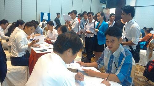 Các cựu thực tập sinh tại buổi giới thiệu việc làm