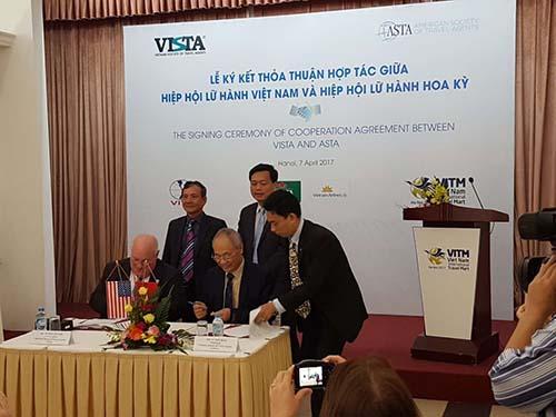 Lễ ký kết thỏa thuận hợp tác giữa Hiệp hội Lữ hành Việt Nam và Hiệp hội Lữ hành Mỹ Ảnh: Việt hương