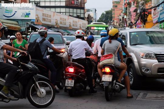 Đường nào cũng kẹt, dân Sài Gòn mệt mỏi trở về nhà - Ảnh 11.