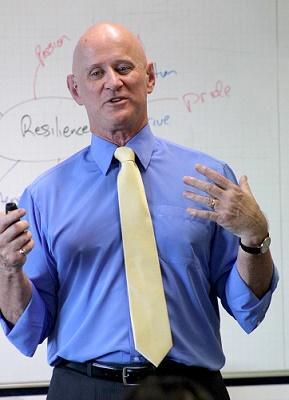 Diễn giả quốc tế Lance G King