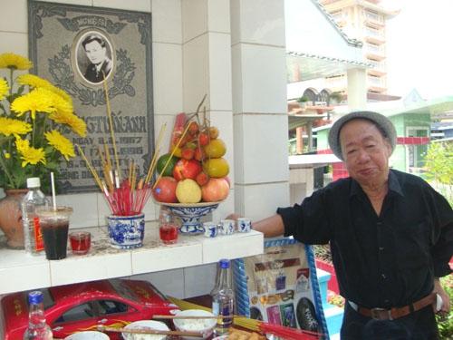 Danh hài Tùng Lâm khóc trong ngày Giỗ Lê Công Tuấn Anh - Ảnh 1.