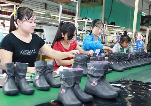 Dù TPP bị gác lại, ngành da giày Việt Nam vẫn tiếp tục duy trì được mức tăng trưởng ổn định Ảnh: Vĩnh Tùng