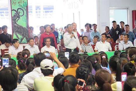 Thứ trưởng Bộ LĐ-TB-XH Doãn Mậu Diệp trong một lần đối thoại về chính sách BHXH với công nhân Công ty TNHH PouYuen Việt Nam (TP HCM)