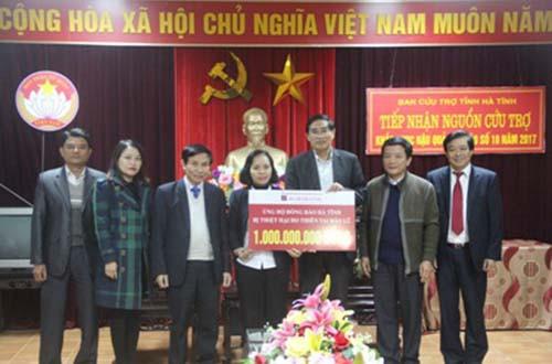 Agribank giúp nhân dân Hà Tĩnh khắc phục thiên tai - Ảnh 1.