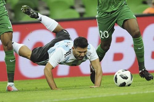 Argentina thua thảm Nigeria, Tây Ban Nha hòa chật vật chủ nhà World Cup - Ảnh 2.