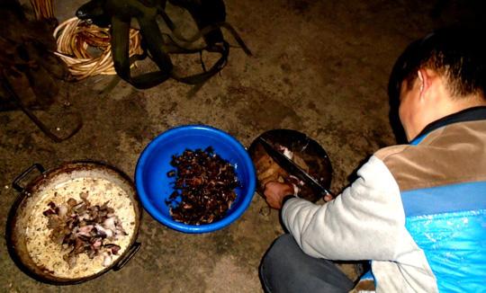 Lên Tả Phìn ăn… thịt chuột rừng gác bếp - Ảnh 1.