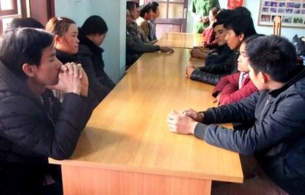 16 đối tượng đang bị lực lượng chức năng tạm giữ - ảnh: Kim Huệ